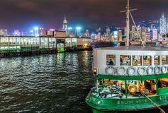 Gwiazdowa promu passanger żeglowania łódź odtransportowywa pasażerów przez Wiktoria schronienie w Hong Kong Zdjęcie Stock
