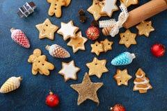 Gwiazdowe ciastek i bożych narodzeń dekoracje Fotografia Royalty Free