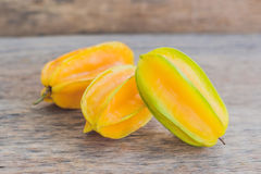 Gwiazdowe owoc na drewnianym stole Tajlandzka owoc: Gwiazdowa owoc jest popularna Zdjęcie Stock