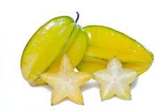Gwiazdowego jabłka owoc z przyrodnim przekrojem poprzecznym odizolowywającym na bielu Fotografia Stock