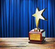 Gwiazdowej nagrody drewniany stół Zdjęcia Stock