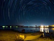 Gwiazdowy ślad przy rzeką fotografia stock