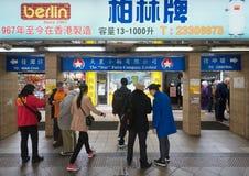 Gwiazdowy Ferrys terminal przy Tsim Sha Tsui promu molem zdjęcia stock