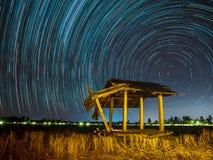 Gwiazdowy ślad przy polami fotografia stock