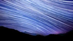 Gwiazdowy śladu skutek nad halnym nocnym niebem Obrazy Royalty Free