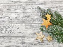 Gwiazdy i sosen gałąź - piękny zimy tło zdjęcie stock
