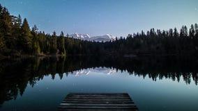 Gwiazdy nocy księżyc Jeziorne góry Timelapse 4k zbiory