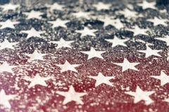 Gwiazdy od flagi amerykańskiej z horyzontalnym czerwonym światłem przepuszczają obraz stock