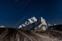 Gwiazdy spada above Ama Dablam halny szczyt zaświecający Fotografia Stock