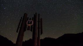 Gwiazdy wirują nad parka narodowego symbolu sylwetki czasu upływem Dolly strzał zdjęcie wideo