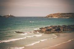 Gwithian strand och Godrevy Cornwall arkivfoton