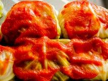 Gwumkies no fim do molho acima de pronto para o forno Fotografia de Stock