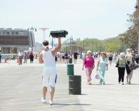 Gyckel för en spänning för andra på strandpromenad Royaltyfria Bilder