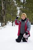gyckel kastar snöboll Arkivfoton