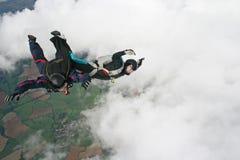 gyckel som har skydivers två arkivfoton
