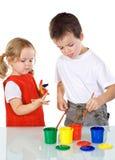 gyckel som har ungar, målar något Royaltyfri Foto