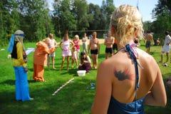 gyckel spelar utomhus- sommar arkivbilder