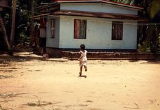 Gyckeln av lantliga barn i Indien, Kerala Fotografering för Bildbyråer