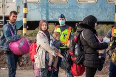 Gyekenyes火车站的战争难民 图库摄影