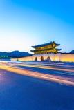 Gyeongbokgung bramy półmroku rysowania samochód Zaświeca V Fotografia Stock