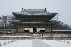 Gyeongbokgung slott eller Gyeongbok slott, en kunglig slott som lokaliseras i nordliga Seoul Arkivfoton