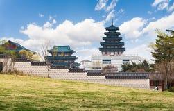 Gyeongbokgung slott i vår Arkivbilder