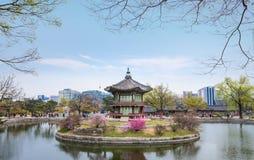 Gyeongbokgung slott i vår på Seoul Royaltyfria Bilder