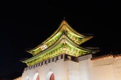 Gyeongbokgung slottport på natten - Seoul stad, Republiken Korea Royaltyfri Fotografi