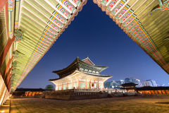 Gyeongbokgungpaleis bij Nacht Stock Fotografie