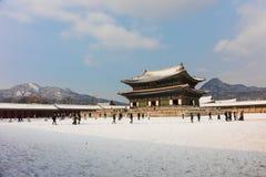 Gyeongbokgungpaleis op blauwe hemelachtergrond Stock Afbeelding