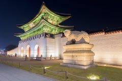 Gyeongbokgungs-Palast nachts in Seoul, Südkorea Lizenzfreie Stockfotos