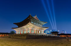 Gyeongbokgungs-Palast nachts in Seoul, Südkorea Lizenzfreies Stockfoto