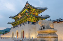 Gyeongbokgungs-Palast nachts in Seoul, Südkorea Stockbilder