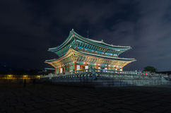 Gyeongbokgungs-Palast nachts in Seoul, Südkorea Stockfotos