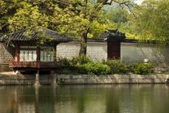 Gyeonghoeru paviljong av den Gyeongbokgung slotten, Seoul, Sydkorea Royaltyfri Fotografi