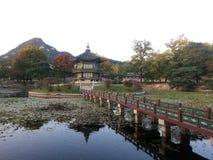Gyeonghoeru paviljong, Gyeongbokgun Royaltyfri Bild