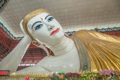 Gyi возлежа Будда htat Chauk, Янгон, Стоковая Фотография
