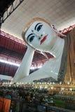 Gyi Buddha adagiantesi del htat di Chauk fotografia stock libera da diritti