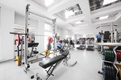 Gym com o equipamento especial, vazio Fotografia de Stock
