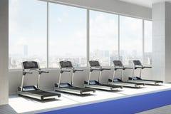 Gym com uma fileira dos treatmills Imagens de Stock