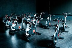 Free Gym Cycling Room With Many Exercise Equipment Royalty Free Stock Photos - 187329168