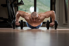 Gym Man Push-Up Strength Pushups With Dumbbell Royalty Free Stock Images