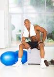 Gym muscular africano do homem Imagens de Stock