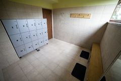 Gym odmieniania pokój z składowymi kędziorkami Obrazy Royalty Free