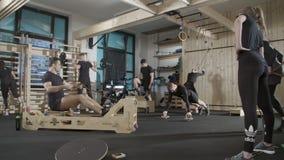 gym out zaludnia działanie