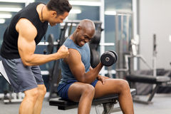 Gym trainer motivating client Royalty Free Stock Images