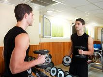 Gym young man posing bodybuilding weigths Stock Photography