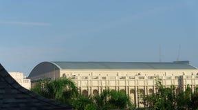Gymnasium de bouw van school heeft boog gebogen dak oude stijl in z stock foto