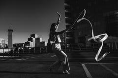 Gymnast κορίτσι με την κορδέλλα Στοκ Εικόνες