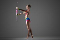 Gymnast κορίτσι με τη ράβδο στοκ φωτογραφία με δικαίωμα ελεύθερης χρήσης